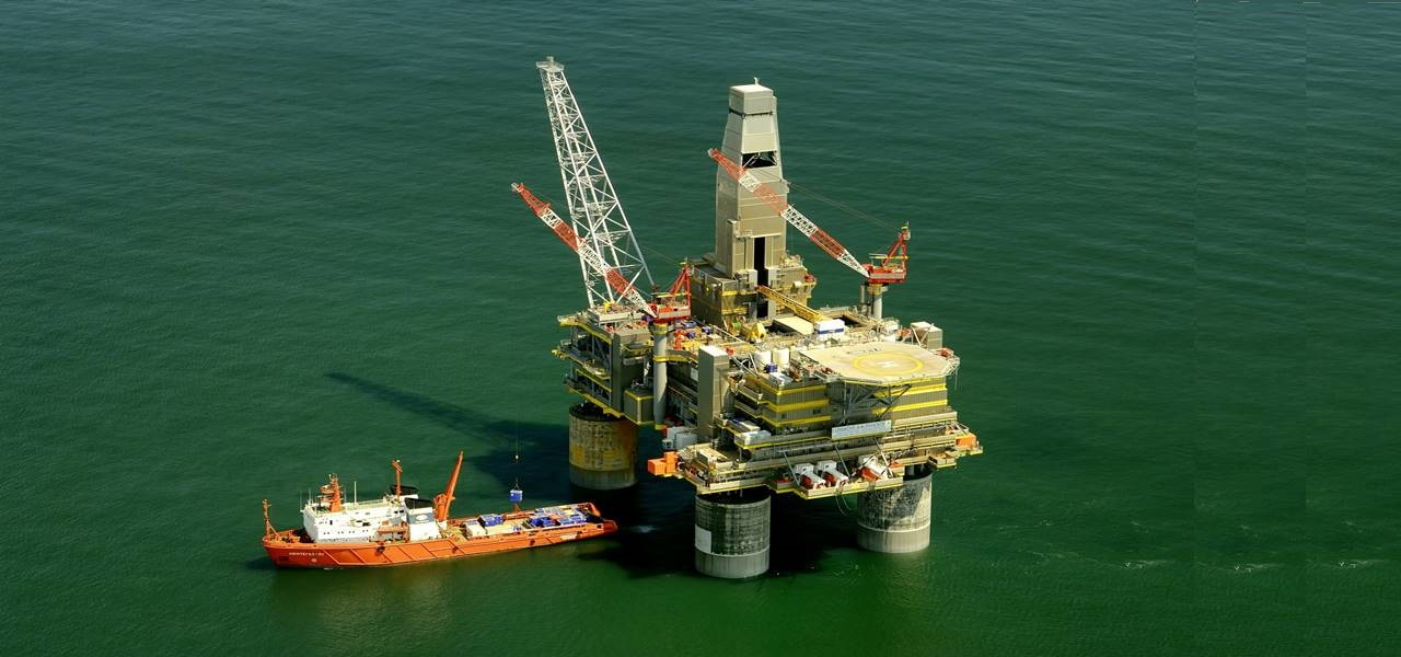 Keppel Corp signs a deal with AWILCO to build semi-submersible rig